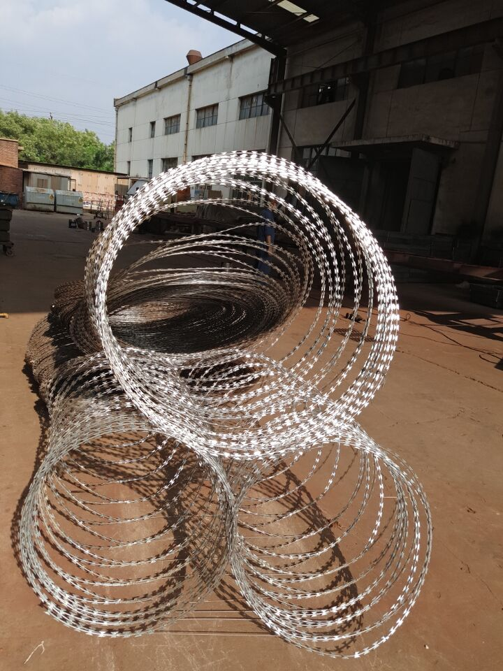 China Supplier Low Price Concertina Razor Barbed Wire