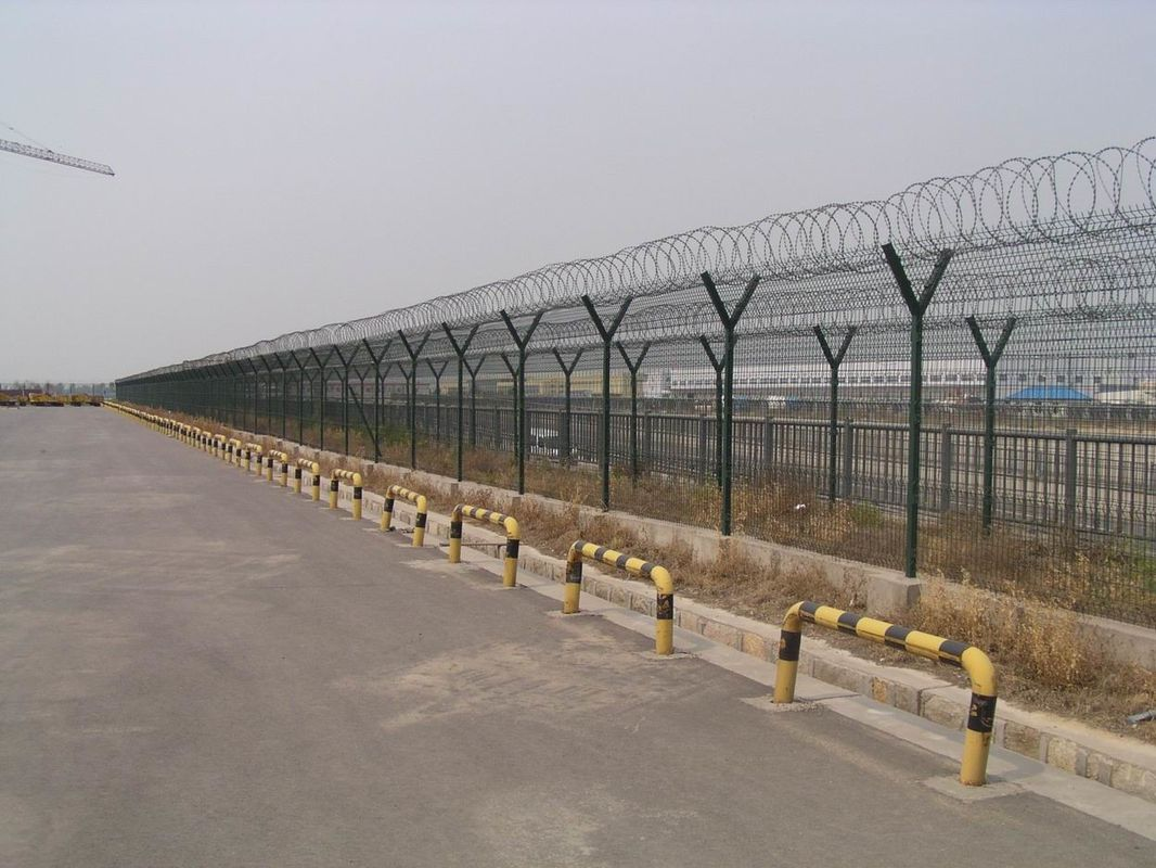 pl16341912-pvc_coated_airport_security_fence_steel_barbed_wire_fence_easily_assembled