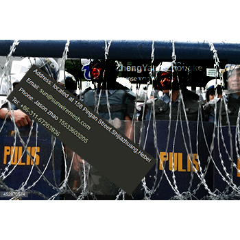 Rapid deployment mobile razor wire